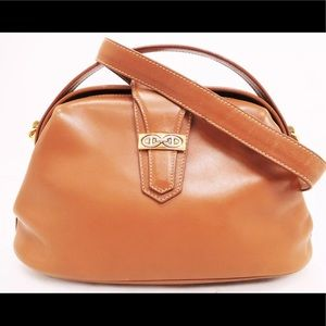 bec8ef06198e Gucci Bags - Gucci leather GG logo 2way shoulder crossbody bag